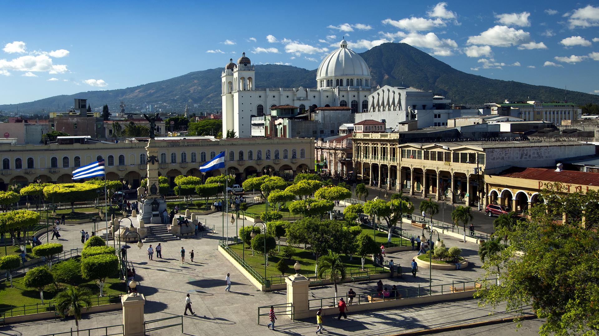 Plaza Libertad, San Salvador, El Salvador - One World Media